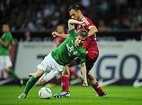 FUSSBALL   1. BUNDESLIGA   SAISON 2011/2012    5. SPIELTAG SV Werder Bremen - Hamburger SV                         10.09.2011 Marko MARIN (li, Bremen) gegen Heiko WESTERMANN (re, Hamburg)