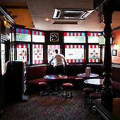 "Borehamwood,Greater London, Great Britain, July 2010:.Owner looks out of the winding during quiet moment at ""The Wishing Well"" pub..(Photo by Piotr Malecki / Napo Images)..Borehamwoo kolo Londynu, Wielka Brytania, Lipiec 2010:.Wlasciciel wyglada przez okno w pubie ""The Wishing Well"". Fot: Piotr Malecki / Napo Images"