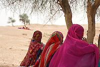 Wmen in the Thar Desert near Manvar on the way to Jaisalmer, Rajasthan India