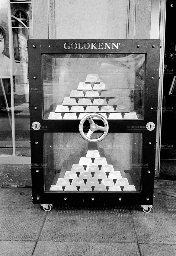 Switzerland. Canton Geneva. Geneva. A fake bank portable safe full of chocolate golden bars on the pavement outside the retail shop. © 2007 Didier Ruef