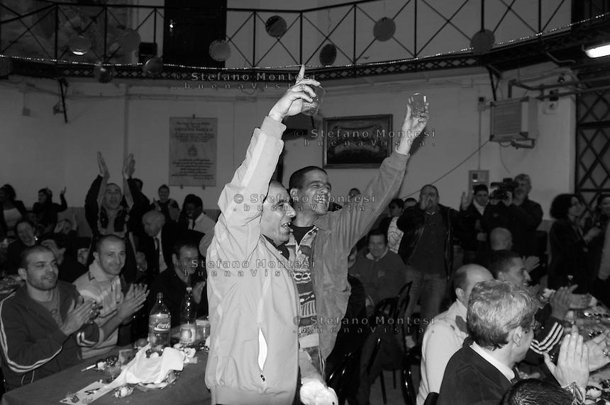 Roma 26 Dicembre 2009.La comunità di Sant'Egido festeggia il Natale al Carcere di  Regina Coeli portando doni ed un pranzo speciale offerto a  100 detenuti..Christmas lunch at the Regina Coeli prison with the Community of Sant'Egidio