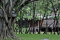 "Para-monastic institutions in Thailand, like the Sathira Dhammasathan meditation centre, not allow the lay nuns (""mae chees"") to held a temple, but not deny them to practice the spiritual life. Increasingly ""mae chii"" can be found in these independent ?nunneries? or ""samnak chii"" where they undertake domestic duties, grow crops, practice meditation, undertake studies in the dharma and, increasingly, provide teaching in the dharma and meditation to lay Buddhists."
