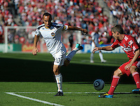 LA Galaxy forward Landon Donovan (10) makes a back heel pass in front of Chicago Fire 1-1 at Toyota Park in Bridgeview, IL on September 4, 2010