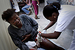 Terremoto en Haiti. Dispensario clinico de las Hermanas hijas de la Caridad, donde atienden y dan de comer a mas de 500 personas al dia, en uno de los barrios mas deprimidos de Puerto Principe. Haiti...After quake in Haiti, the population affected suffer the consecuences of the disaster