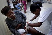 Terremoto en Haiti. Dispensario clinico de las Hermanas hijas de la Caridad, donde atienden y dan de comer a mas de 500 personas al dia, en uno de los barrios mas deprimidos de Puerto Principe. Haiti...After quake in Haiti, the population affected suffer the consecuences of the disaster