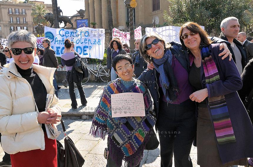 Palermo, protest of women against Berlusconi and in defense of female dignity.<br /> Palermo, manifestazione del 13 febbraio in difesa della dignit? delle donne e a favore delle dimissioni di Silvio Berlusconi.