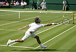 Tennis All England Championships Wimbledon Roger Federer (SUI) in seinem Match gegen Paul-Henri Mathieu (FRA).