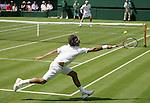 Tennis All England Championships Wimbledon Roger Federer (SUI) in seinem Match gegen Paul-Henri Mathieu (FRA).