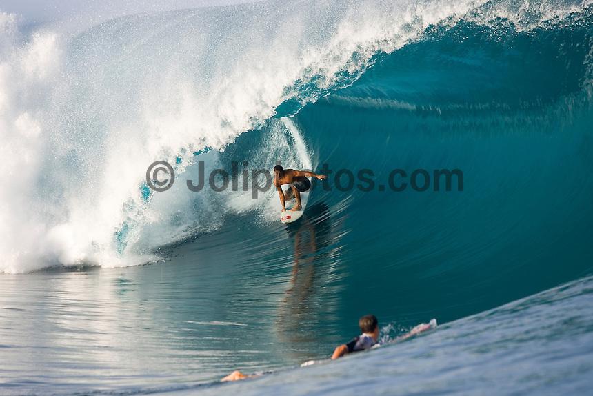 TEAHUPOO, Tahiti.  Michel Bourez (PYF) surfing Teahupoo, Tahiti. Photo: joliphotos