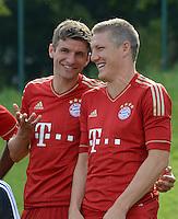 FUSSBALL     1. BUNDESLIGA     SAISON  2012/2013     30.07.2012 Fototermin beim  FC Bayern Muenchen  Thomas Mueller , Bastian Schweinsteiger (v. li.)