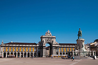 Commerce Square (Praça do Comércio), also known as Palace Square (Terreiro do Paço) is a majestic suqare in downtown Lisbon, and was once one of the main maritime points of entry into the city. At the center of the square stands a statue of King José I, erected after the great 1755 earthquake and tsunami that almost completely destroyed Lisbon. To the north stands an imponent 19th century arch leadung to Rua Augusta.