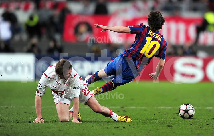FUSSBALL  International  Champions   League  Hinspiel   SAISON 2009/2010    VfB Stuttgart -  FC Barcelona      23.02.2010 Alexandr Hleb (li, VfB Stuttgart)  gegen Lionel Messi (re, Barca)