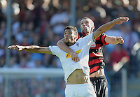FUSSBALL   1. BUNDESLIGA  SAISON 2011/2012   8. Spieltag   01.10.2011 SC Freiburg - Borussia Moenchengladbach         Pavel Krmas (SC Freiburg) hat Igor de Camargo (Borussia Moenchengladbach) fest im Griff.