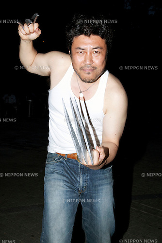 "Tokyo, Japan - A fan as Wolverine poses for the camera at the ""X Men Days of Furute Past"" Japan Premier in Roppongi Hills Arena on May 27, 2014. The movie will be released on May 30th. (Photo by Rodrigo Reyes Marin/AFLO)"