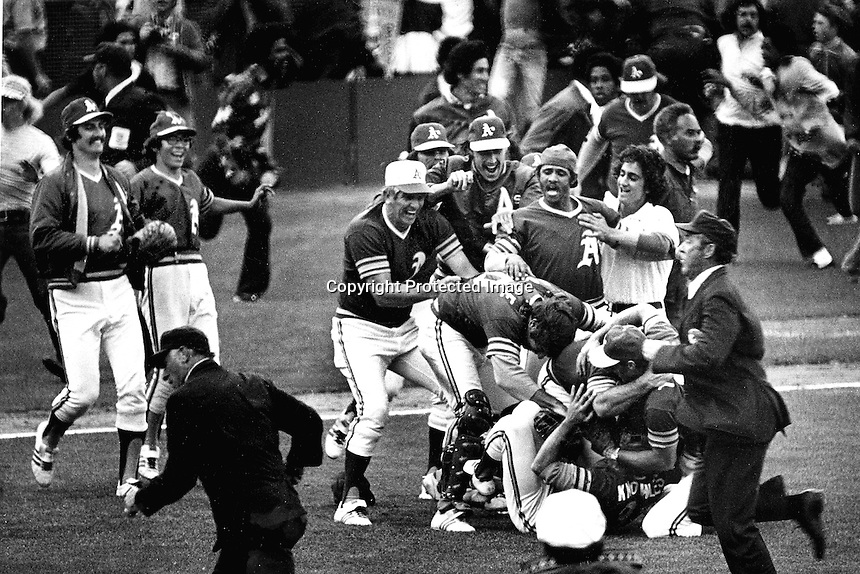 Oakland Athletics mob relief pitcher Darold Knowles beating the New York Mets in the 1973 World Series.<br />