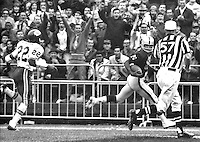 Raiders Warren Wells scores Touchdown against the KC Chiefs (1969 photo/Ron Riesterer)