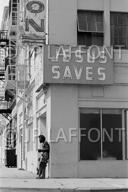 September 1980, Los Angeles, California, USA. Street scene in downtown Los Angeles. Image by © JP Laffont