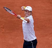 Tomas Berdych (CZE) (15) against Mikhail Youzhny (RUS) (11) in the quarter finals of the men's singles. Tomas Berdych beat Mikhail Youzhny 6-3 6-1 6-2..Tennis - French Open - Day 10 - Tue 1 June 2010 - Roland Garros - Paris - France..© CameraSport-MIKE FREY - 43 Linden Ave. Countesthorpe. Leicester. England. LE8 5PG - Tel: +44 (0) 116 277 4147 - admin@camerasport.com - www.camerasport.com