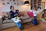 Nederland, Amsterdam , 29-01-2009 - Vader past op zijn dochter van vier jaar en zijn zoontje va twee. (model released) . Foto: Gerard Til