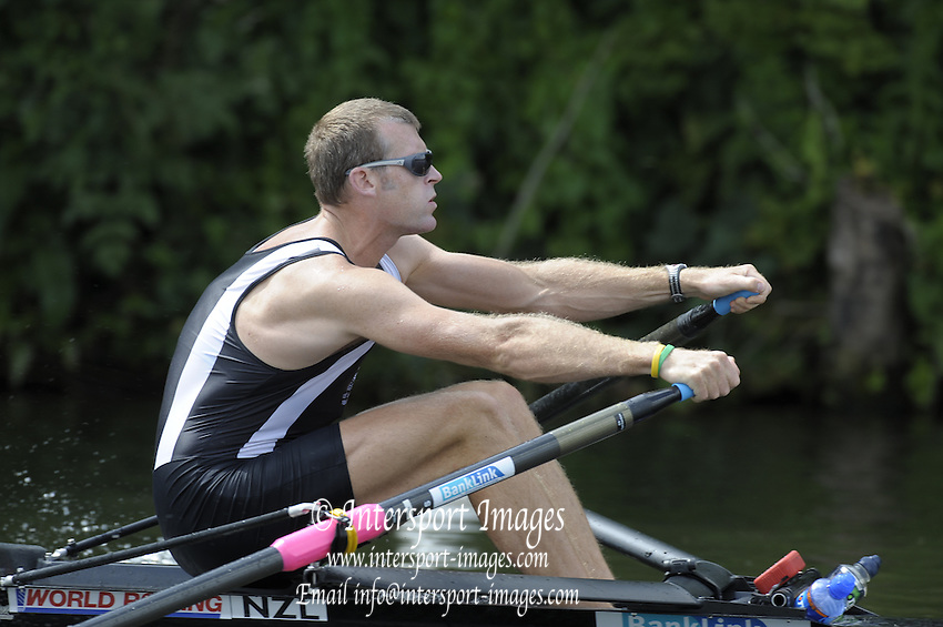 Henley, Great Britain.  NZL M1X Mahe DRYSDALE, moves away from the start in his  Saturday afternoon race in the Diamond  Challenge Sculls.   2009 Henley Royal Regatta Saturday 04/07/2009 at  [Mandatory Credit. Peter Spurrier/Intersport Images] . HRR.