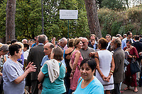 Roma 16 Settembre 2015<br /> Il  sindaco di Roma, Ignazio Marino inaugura piazza Martin Lutero, padre della Riforma Protestante, nel parco del Colle Oppio accompagnato da una delegazione di deputati tedeschi. <br /> Rome 16 September 2015<br /> The mayor of Rome, Ignazio Marino inaugurates Square Martin Luther, father of the Protestant Reformation, in the park of Colle Oppio accompanied by a delegation of German MPs.