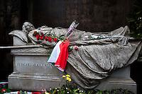 Roma 17 Marzo 2011.Festa dei 150 anni dell'Unita' d'Italia.Ricordo di Goffredo Mameli  organizzato dal Municipio Roma III con  deposizione di una corona di fiori al Monumento funebre a Mameli. Riflessioni, lettura e canti su Risorgimento e Resistenza. Il monumento funebre di Goffredo Mameli.Rome March 17, 2011.Celebration To Mark 150th Anniversary Of Unification Italy.In memory of  Goffredo Mameli, organized by the Municipality of Rome III, deposition with a wreath at the Monument to Mameli. Reflections, reading and singing about the Risorgimento and the Resistance.