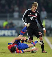 FUSSBALL   CHAMPIONS LEAGUE   SAISON 2011/2012   ACHTELFINALE HINSPIEL FC Basel - FC Bayern Muenchen      22.02.2012 Alexander Frei (FC Basel) am Boden gegen Holger Badstuber (FC Bayern Muenchen)