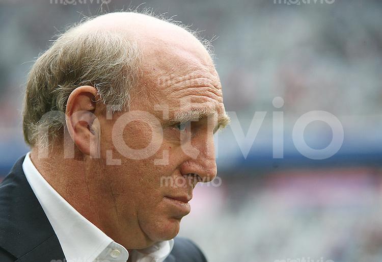 Fussball 1. Bundesliga Saison 2006/2007    7. Spieltag           Bayern Muenchen - Hertha BSC Berlin Manager Dieter HOENESS (Berlin) vor Spielbeginn im Interview.