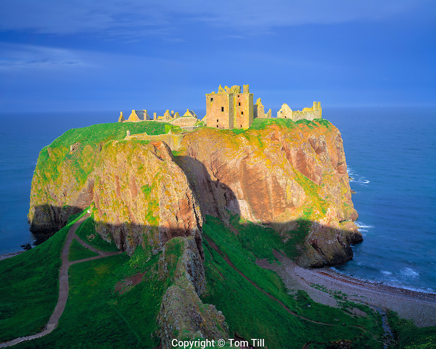 Cliffside Ruins of Dunnottar Castle, Scottish Highlands, Scotland, United Kingdom   Ninth Century Castle on North Sea