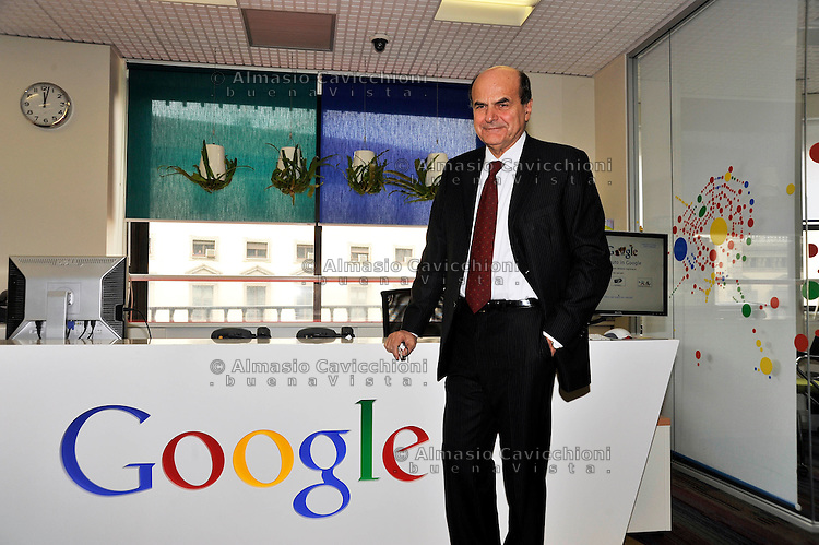 MAR 12 2012, Milano - Il segretario del Pd Pier Luigi Bersani visita la sede di Google Italia.MAR 12, 2012, Milan - The Secretary of the Democratic Party Pier Luigi Bersani visits the headquarters of Google Italy