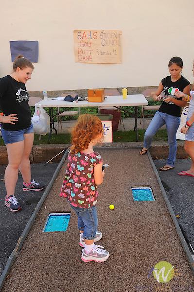 32nd Annual Selinsgrove Market Street Festival. Kids golf put game.