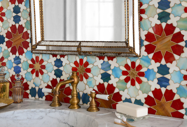 Granada Grande, a jewel glass waterjet mosaic shown in Gold Glass, Tiger's Eye, Garnet, Peacock Topaz, Quartz, and Aquamarine, is part of the Miraflores Collection by Paul Schatz for New Ravenna Mosaics.