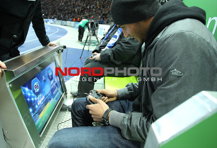 30.11.2013, OLympiastadion, Berlin, GER, 1.FBL, Hertha BSC vs FC Augsburg, im Bild <br /> <br />               <br /> Foto &copy; nph /  Schulz
