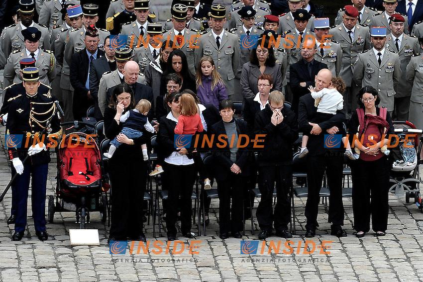 I familiari delle vittime.Parigi 14/06/2012 Les Invalides - Cerimonia in onore dei quattro soldati francesi uccisi in Afghanistan..Foto Insidefoto /Gerard Roussel / Panoramic.ITALY ONLY...