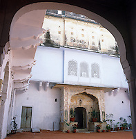 Exterior view of an Indian 'haveli' a small palace built around a central courtyard which once housed members of a Maharajah's court