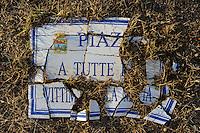 Isola di Pianosa. Pianosa Island. .Le targhe stradali dedicate ai morti ammazzati dalla mafia..The street signs dedicated to the dead killed by the Mafia.Piazza a tutte le vittime della mafia...