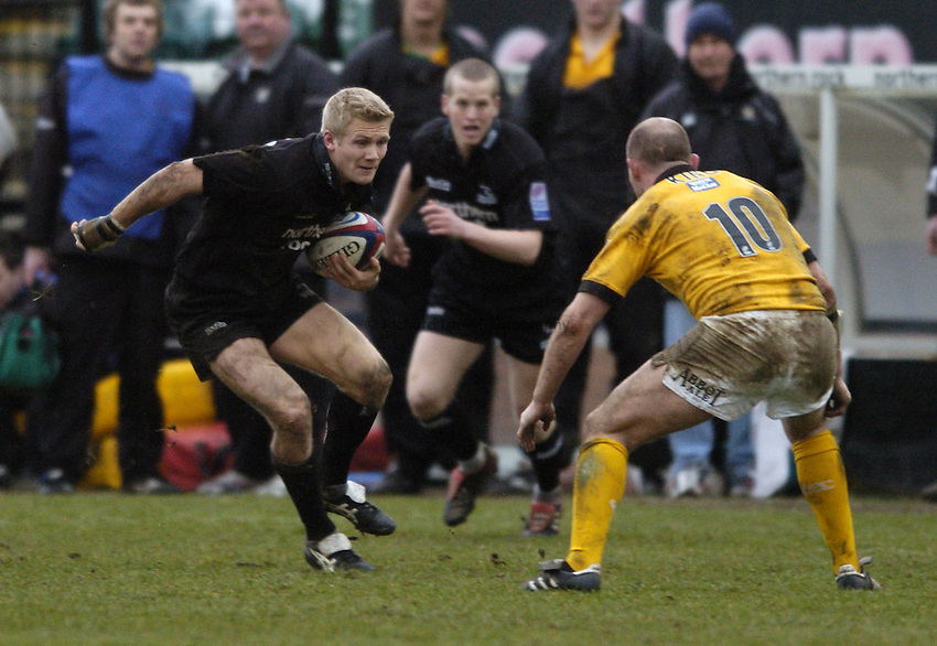 Photo. Jed Wee..Newcastle Falcons v London Wasps, Zurich Premiership, 06/02/2005..Newcastle's Michael Stephenson (L).