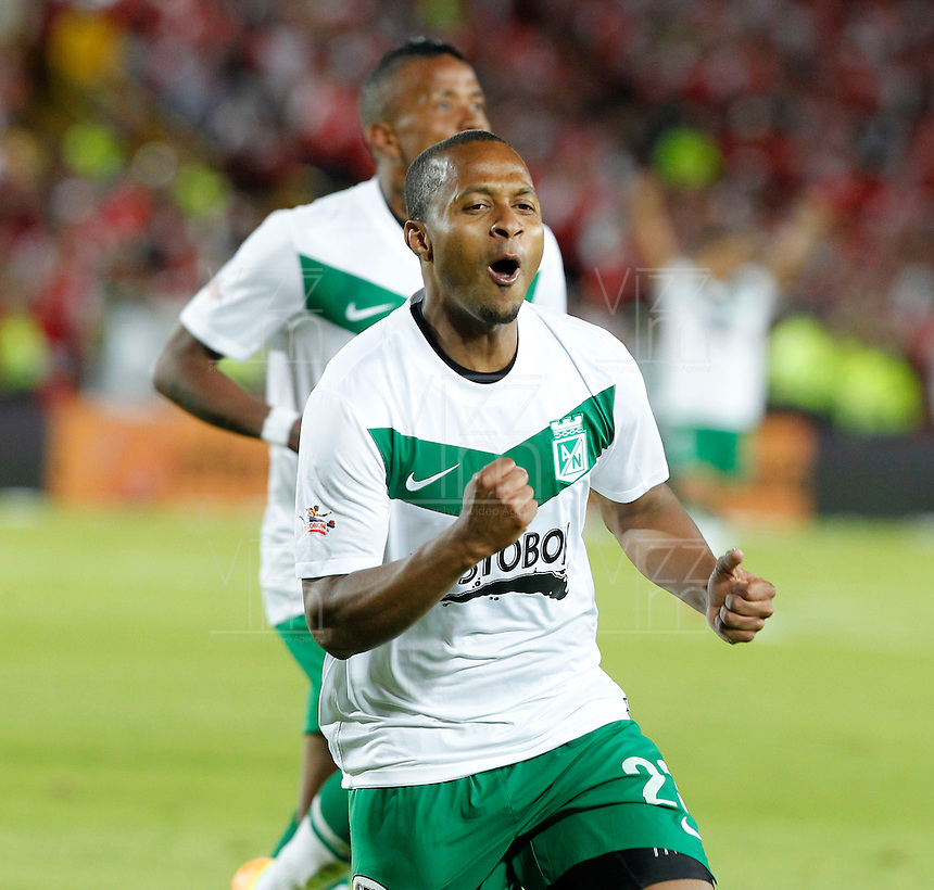 BOGOT&Aacute; -COLOMBIA, 17-07-2013.  Mosquera jugador del Atl&eacute;tico Nacional   celebra su gol contra  el Independiente Santa Fe, correspondiente al partido por la final de la Liga Postob&oacute;n , jugado en el estadio Nemesio Camacho El Camp&iacute;n de la capital /Mosoquera Atletico Nacional celebrates his goal against Independiente Santa Fe,  corresponding to the game that Postob&oacute;n League final, played at the Estadio Nemesio Camacho El Campin in the capital <br /> . Photo: VizzorImage/ Felipe Caicedo/ STAFF