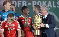 FUSSBALL       DFB POKAL FINALE        SAISON 2012/2013 FC Bayern Muenchen - VfB Stuttgart    01.06.2013 Bayern Muenchen ist Pokalsieger 2013: Torwart Manuel Neuer, Xherdan Shaqiri, David Alaba und Trainer Jupp Heynckes (v.l.) jubeln mit dem Pokal