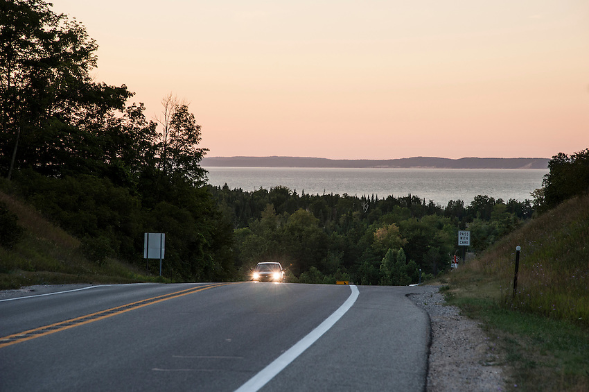Scenic drive along highway M22 at Sleeping Bear Dune National Lakeshore near Traverse City, Michigan.