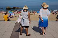 France, Aquitaine, Pyrénées-Atlantiques, Pays Basque, Biarritz: La Grande Plage     //  France, Pyrenees Atlantiques, Basque Country, Biarritz: The Grande Plage