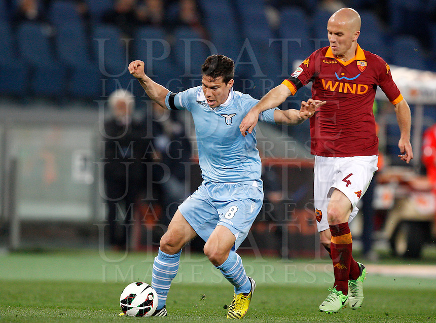 Calcio, Serie A: Roma vs Lazio. Roma, Stadio Olimpico, 8 aprile 2013..Lazio midfielder Hernanes, of Brazil, left, is challenged by AS Roma midfielder Michael Bradley, of the United States, during the Italian serie A football match between A.S. Roma  and Lazio at Rome's Olympic stadium, 8 april 2013..UPDATE IMAGES PRESS/Riccardo De Luca