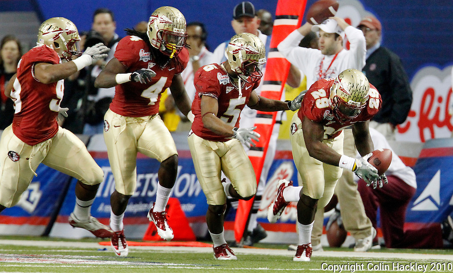 ATLANTA, AG 12/31/10-FSU-SC FB10 CH-Florida State's Kendall Smith, right, picks up a South Carolina fumble during first half action Friday at the Chick-fil-A Bowl in Atlanta..COLIN HACKLEY PHOTO
