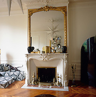 Graphic patterns, added to a simple palette of white, black and gold create an elegant combination, whilst the contemporary touches contrast with the original period features in this Paris apartment