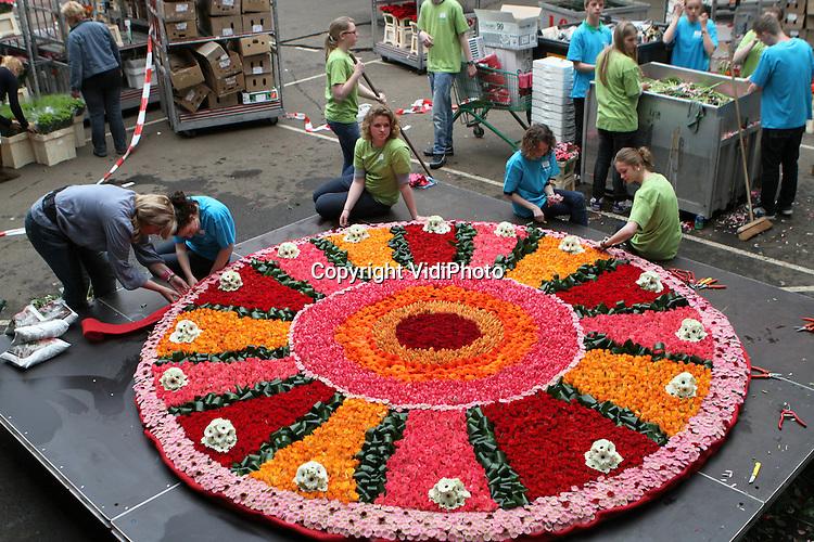 Grootste bloementaart ter wereld vidiphoto - Nachtkastjes van de wereld ...