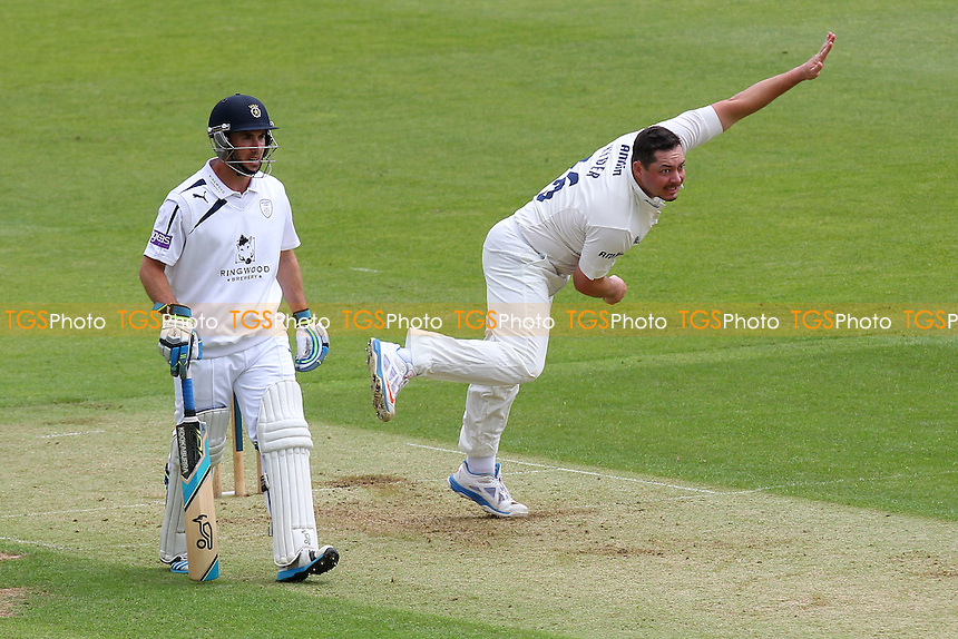 Jesse Ryder in bowling action for Essex - Hampshire CCC vs Essex CCC - LV County Championship Division Two Cricket at the Ageas Bowl, West End, Southampton - 15/06/14 - MANDATORY CREDIT: Gavin Ellis/TGSPHOTO - Self billing applies where appropriate - 0845 094 6026 - contact@tgsphoto.co.uk - NO UNPAID USE