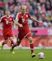 Fussball  1. Bundesliga  Saison 2013/2014  9. Spieltag FC Bayern Muenchen - 1. FSV Mainz     19.10.2013 Arjen Robben (FC Bayern Muenchen) am Ball