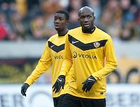 Fussball, 2. Bundesliga, Saison 2011/12, SG Dynamo Dresden - FC Energie Cottbus, Sonntag (11.12.11), gluecksgas Stadion, Dresden. Dresdens Mickael Pote (re.) und Cheikh Gueye.