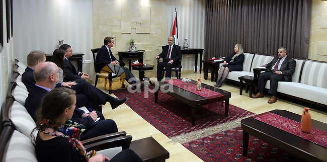 Palestinian Prime Minister Rami Hamdallah meets with American Senator Michael Bennet, in the West Bank city of Ramallah on April 19, 2017. Photo by Prime Minister Office