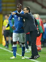 Fussball International  WM Qualifikation 2014   Italien - Daenemark                16.10.2012 Mario Balotelli und Trainer Cesare Prandelli (v. li., Italien)